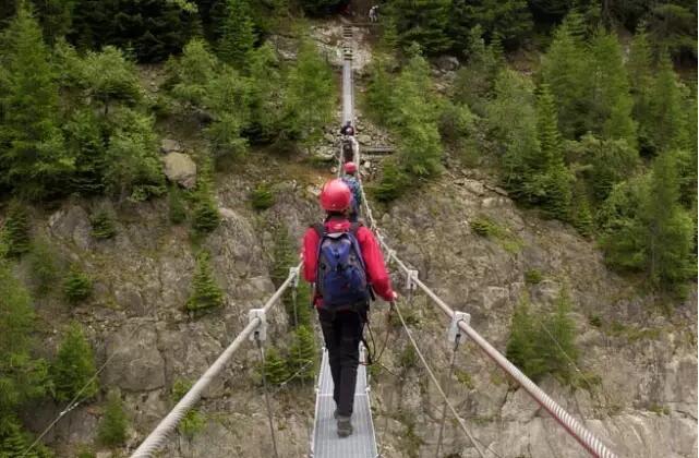 登绝岭览胜景,不可错过的Via Ferrata铁索攀登