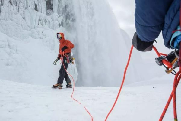 冰爪断裂?攀冰装备没那么简单-1