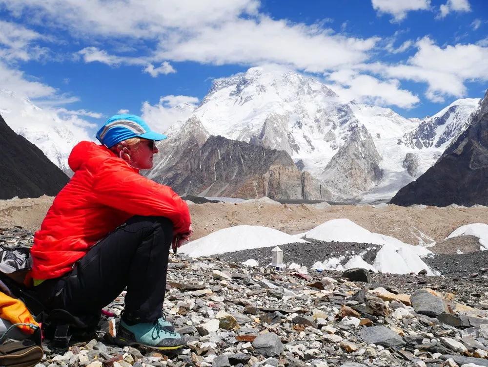"""珠峰上的阴影 听英国登山家、向导Di Gilbert亲历自述如何""""直面死亡""""-2"""