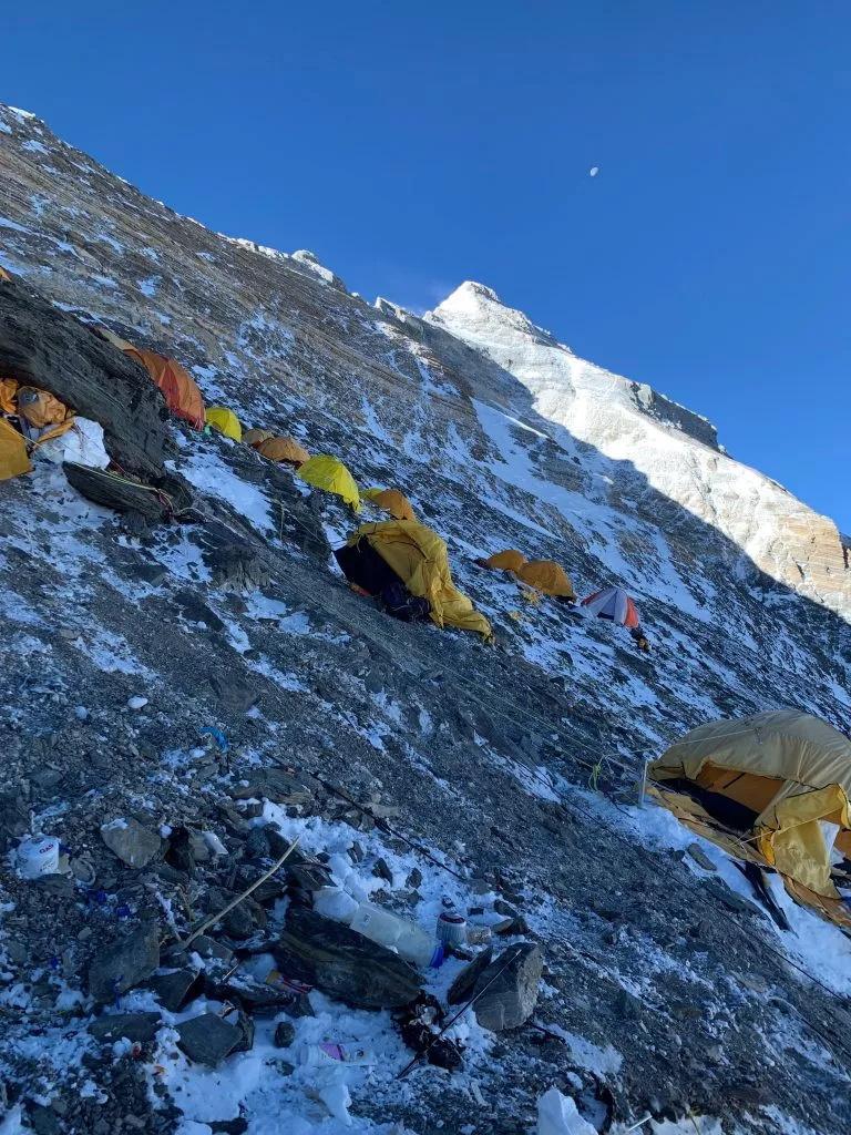 """珠峰上的阴影 听英国登山家、向导Di Gilbert亲历自述如何""""直面死亡""""-7"""