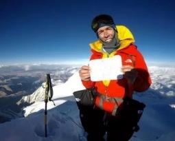 13 小时攀登希夏邦马峰南坡